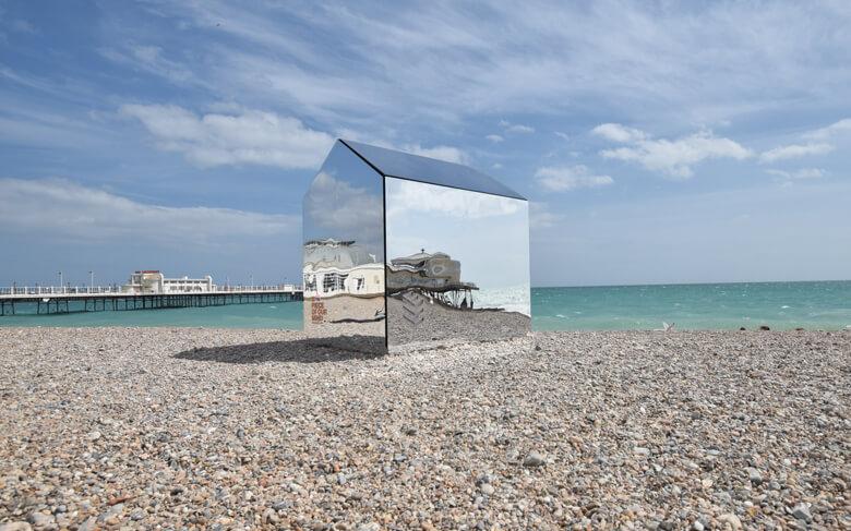 mirrored-beach-hut1